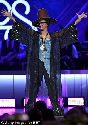 Let's start the show! With host Erykah Badu, who changed outfits, leading proceedings, the audience was treated to a fantastic auditory tour of soul and R&B music