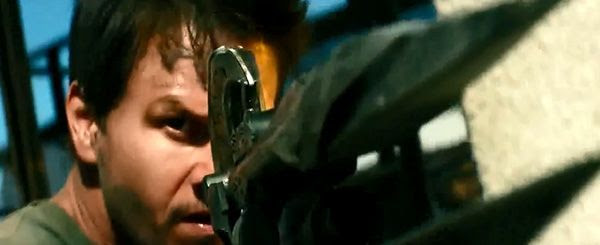 Cade Yeager (Mark Wahlberg) joins the Autobots in fighting the Decepticons in TRANSFORMERS: AGE OF EXTINCTION.