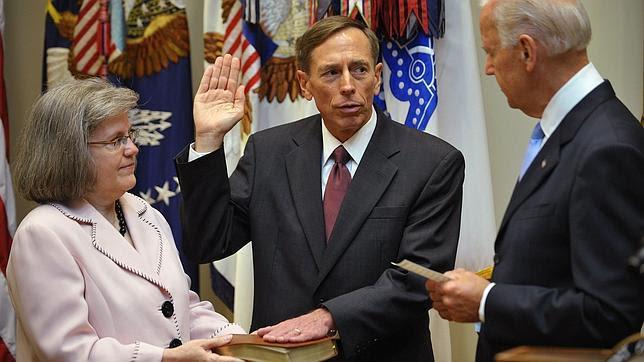 La tercera mujer implicada en el «caso Petraeus» es una amiga del matrimonio