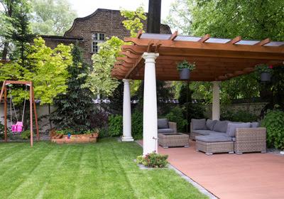 backyard-with-pergola
