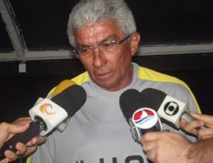 Givanildo Oliveira, técnico do ABC (Foto: Matheus Magalhães/GLOBOESPORTE.COM)