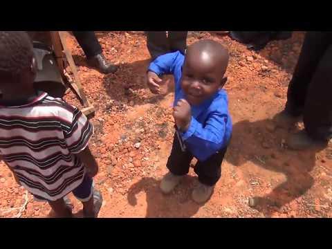 Louvor e culto em igreja africana - (Região do Malawi)