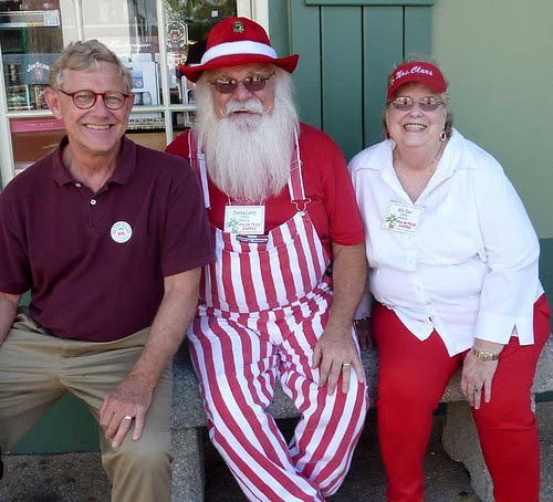 P1020560-2010-06-12-St-Augustine-TK-Palm-Tree-Santas-Santy-Larry-Porter-Ms-Dee-Porter