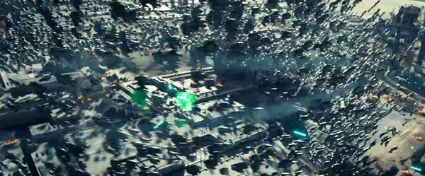 A swarm of up to a thousand alien attackers surround a military base in INDEPENDENCE DAY: RESURGENCE.