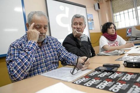 Julio Anguita, junto a Jorge Vestrynge, en el acto de 'Somos mayoría' en Córdoba. | M. Cubero