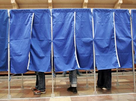 Secţiile speciale sunt pregătite, autobuzele-s închiriate... să înceapă votarea