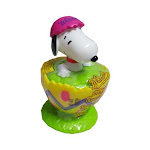 Whitmans peanuts snoopy yellow easter egg candy-filled