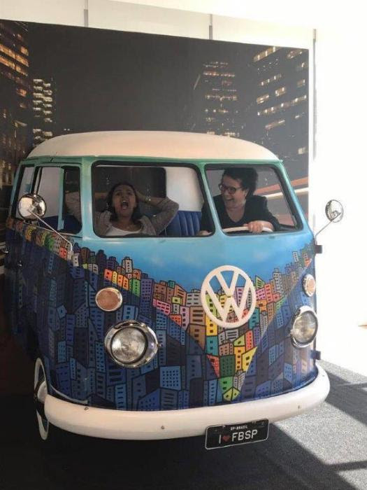 Facebook Brazil choose a VW Kombi for promotion!