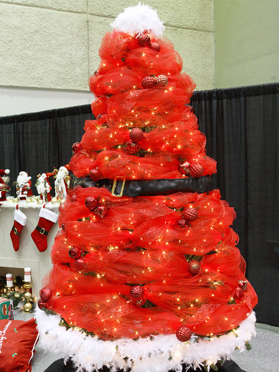 Santa-Inspired Christmas Tree