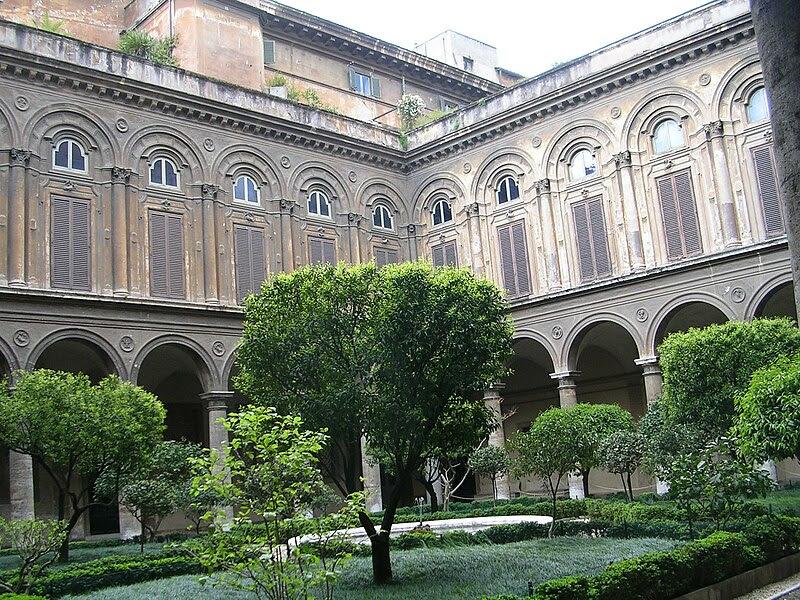 File:Doria Pamphilj Court yard.JPG