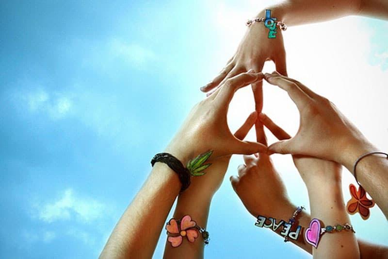 http://robertjrgraham.com/wp-content/uploads/2013/04/peace-hands.jpg