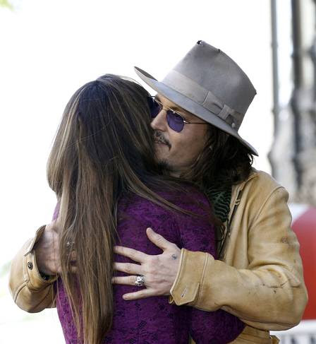 Johny Depp também fez discurso em homenagem a Penélope Cruz