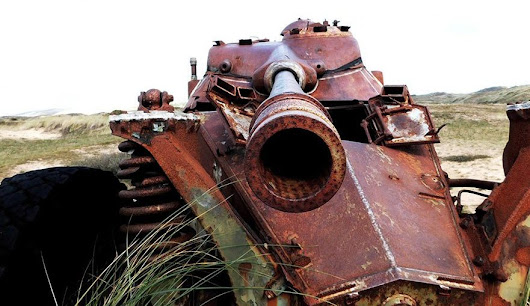 Tanks and flowers in the Biville dunes – midweek photo post! – Normandy Then and Now