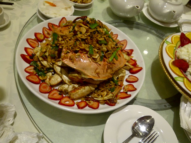 dungeness crab with fried garlic and onions 2