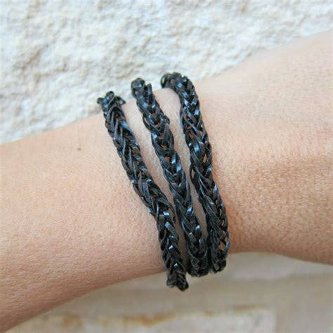 Tutorial: Make Rubber Band Jewelry Without a Loom » Dollar
