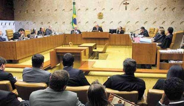 Por nove votos a um, plenário derrubou decisões do presidente Joaquim Barbosa, que se declarou impedido de participar da sessão (GERVÁSIO BAPTISTA/DIVULGAÇÃO)
