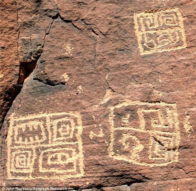 Ruskamp cree que los pictogramas mostrados en esta imagen, hallados en Arizona, pertenecen a una ancestral escritura china.