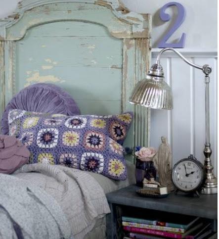 vintagerosebrocante:  I love this combo. Tired of white I want colour!  Love that pillow.