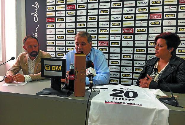 Itxaso, García y Álvarez en la sala de prensa del Stadium Gal. /  DV