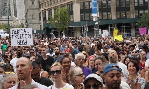 Juez federal bloquea el mandato de vacunación para trabajadores de la salud del estado de Nueva York
