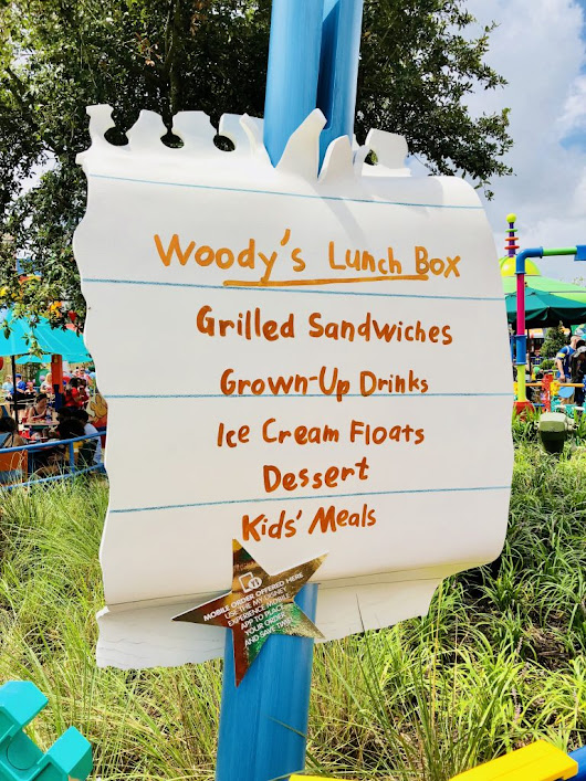 REVIEW & TIPS: Woody's Lunch Box in Toy Story Land - Finding Debra