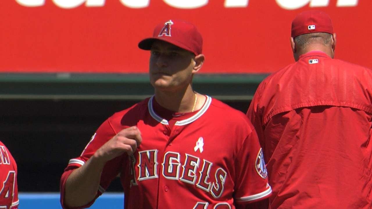 Angelinos doblegan a Astros con joya de Richards