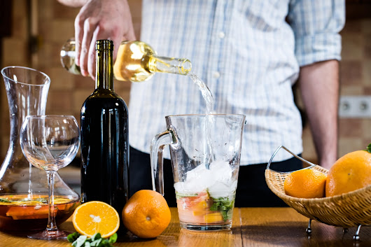 Easy Steps to Prepare Sangria with Red or White Wine
