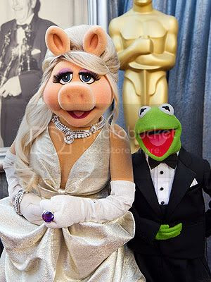 Miss Piggy Oscars 2012 Fashion Style