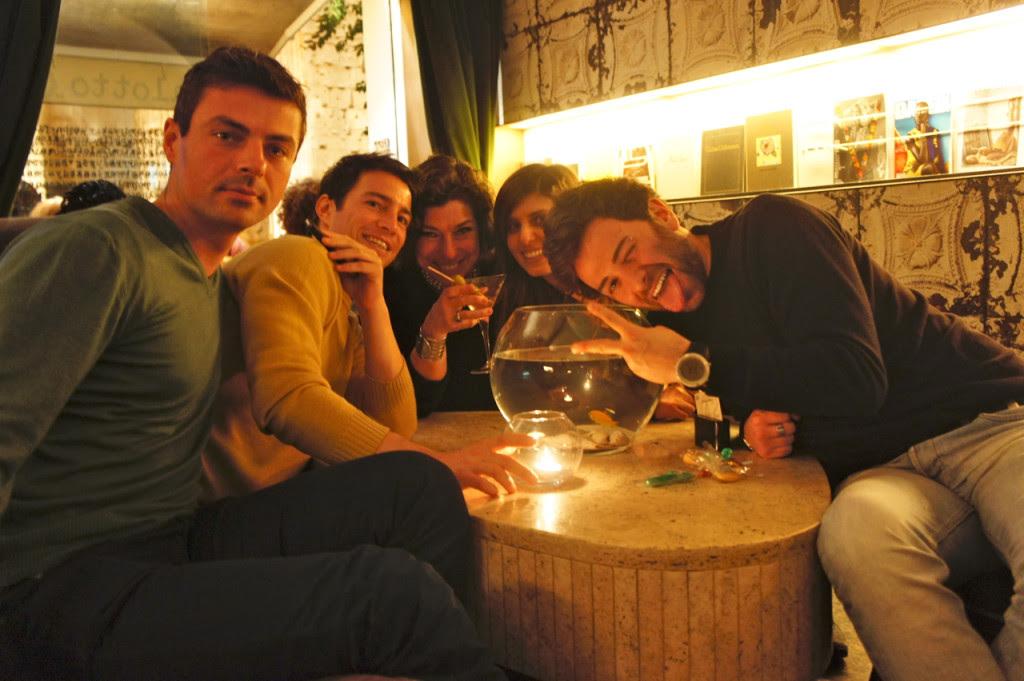 E fizemos novos amigos!!!  Da esquerda à direita Marco, Vincenzo, Renata e Alessandro.  Rimos muito juntos!!