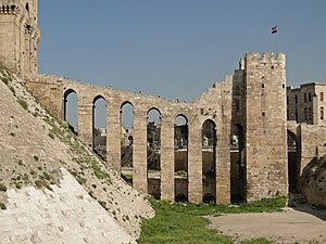 English: Eight arches bridge at the entrance o...