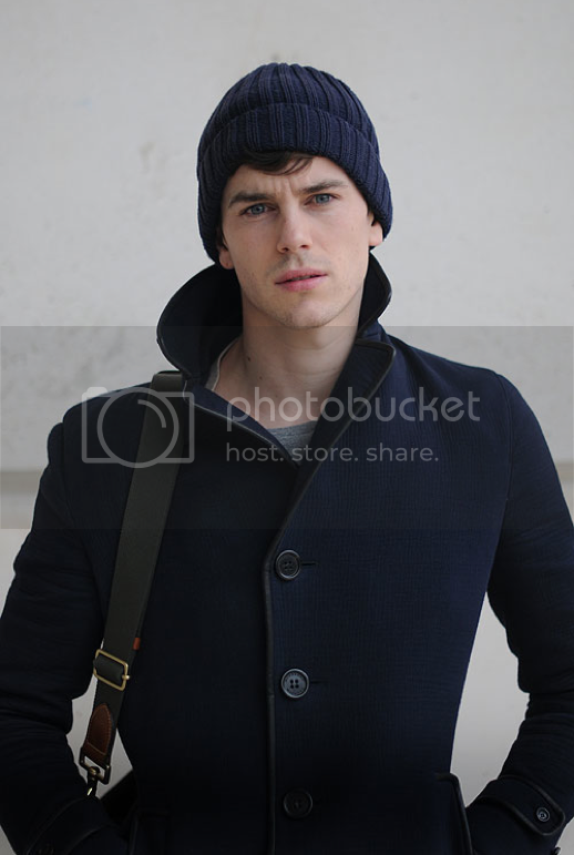 GARCON MENS STYLE FASHION BLOG STREET STYLE NAVY COAT KNIT BEANIE HAT GREY GRAY TEE TSHIRT SKINNY DENIM JEANS LARGE CANVAS DUFFLE BAG WITH LEATHER PATCHES VIA STYLELOVELY CHICTOCHIC 1