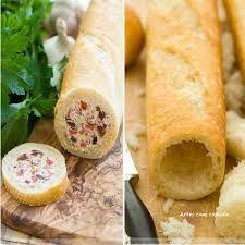 Rollitos de pan rellenos Vacía una baguette e introduce el relleno que más te guste, por ejemplo crema de queso con jamón cocido y piña.