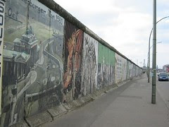 Tinggalan Tembok Berlin di East Side Gallery, Berlin, Germany