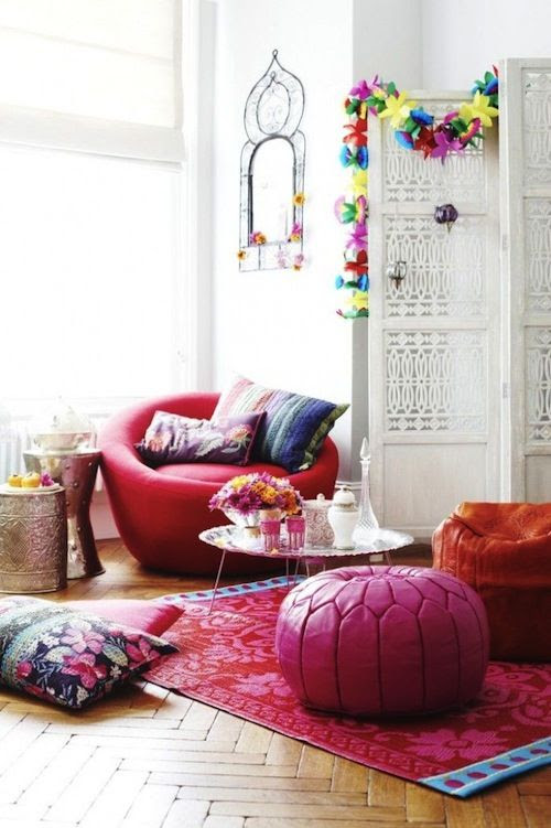 #Bohemian living room #decor with #parquet floors, #Moroccan #pouf, and white #screen room divider.