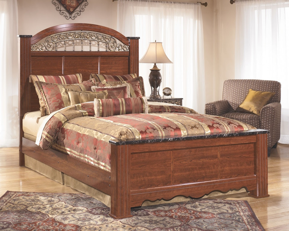 Signature Design By Ashley Bedroom Queen Poster Footboard B105 64