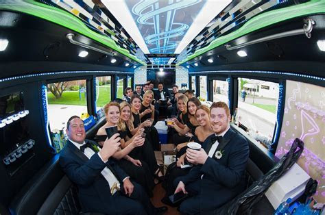 Moonlight Limo   Wedding Limo, Party Bus & Luxury Limos