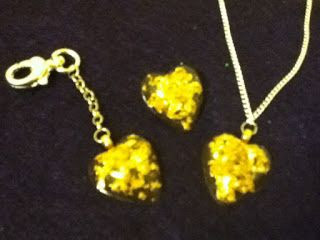 Resin Jewelry : Gold Flake Resin Hearts