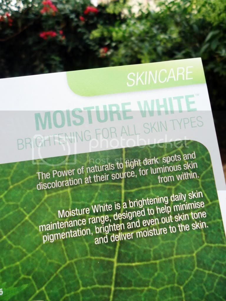 The Body Shop MOISTURE WHITE Shiso UV Protector