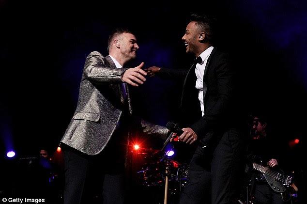 A estrela em ascensão: Gary saudou a sua X Factor concorrente Marcus Collins no palco