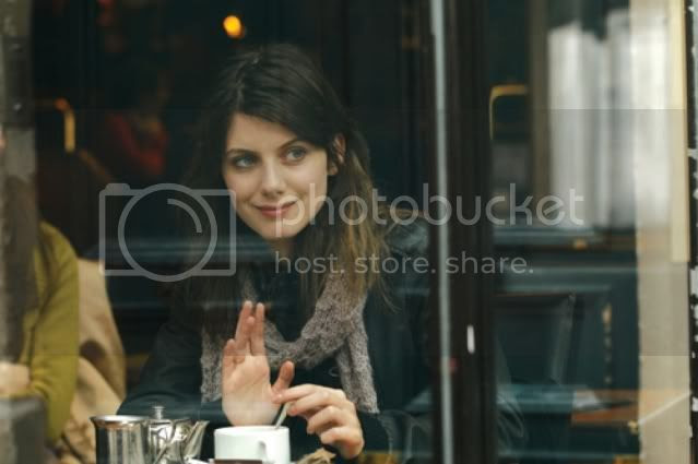 http://i683.photobucket.com/albums/vv199/cinemabecomesher/MonthlyTopFavorites/0909PariSmL.jpg