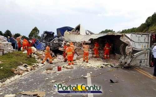 Diamante do Sul - Reportagem completa com vídeo e fotos do acidente com 4 caminhões neste sábado