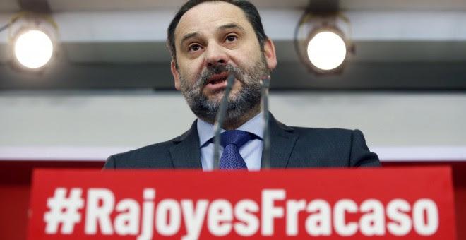 El secretario de Organización del PSOE, José Luis Ábalos, durante la rueda de prensa ofrecida en la sede del partido, en Madrid, para hacer balance del año 2017. EFE/Javier Lizón