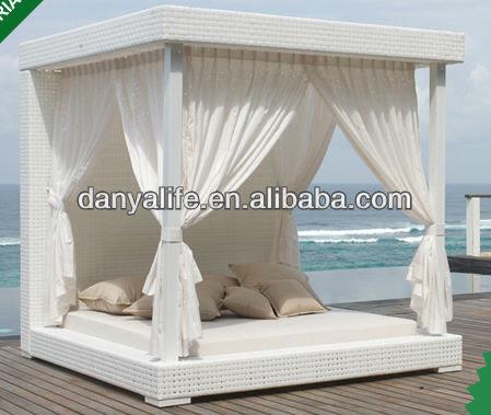 Outdoor patio beds home design inside for Camas chinas baratas