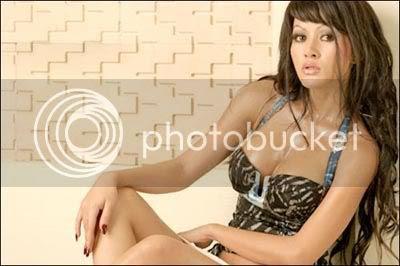 http://i1044.photobucket.com/albums/b444/infospesial3/alona.jpg