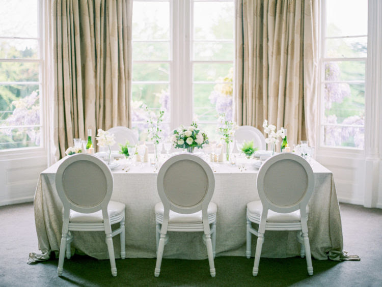 Raffinierte vintage-Stühle Hinzugefügt, um die tablescape