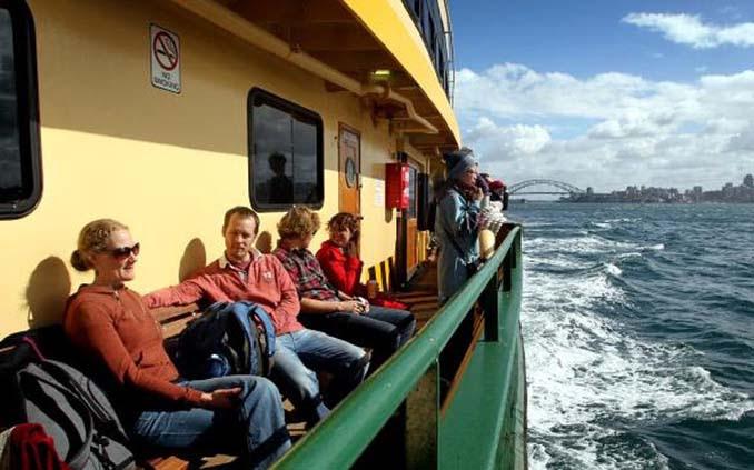 Εντυπωσιακές φωτογραφίες από τη μάχη ενός ferry boat με τα κύματα (6)