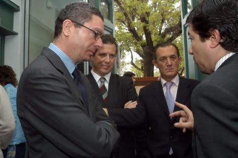 Fernando Autrán, segundo por la derecha, junto a Pedro Calvo y Gallardón. | Ayto. Madrid