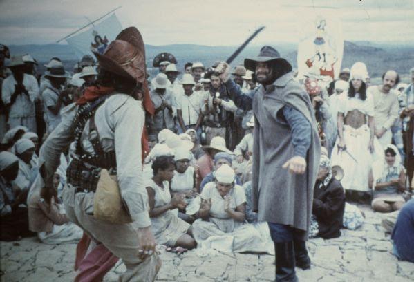 http://lechampo.files.wordpress.com/2008/06/antonio_das_mortes_1969_dragao_da_maldade_contra_o_santo_guerreiro_2.jpg