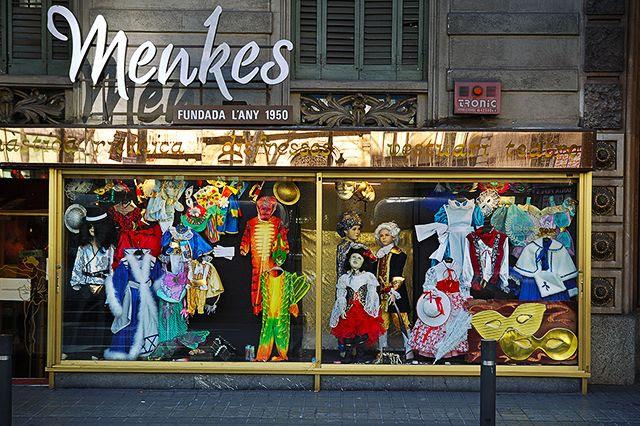 Menkes Costumes Shop in Barcelona [enlarge]