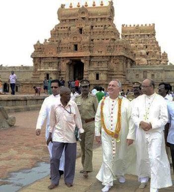 inviato papale e India vescovo a grande tempio, india